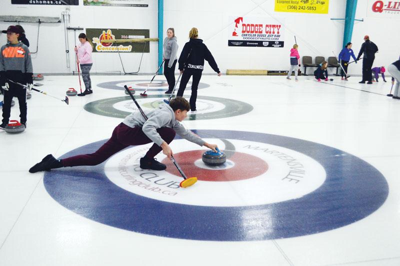 https://martensvillemessenger.ca/wp-content/uploads/2018/01/curling.jpg